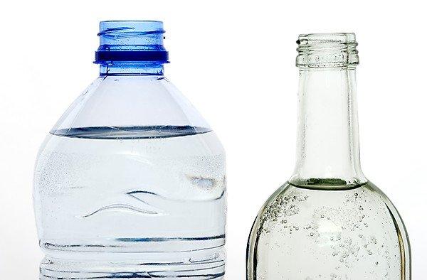 Glass vs Plastic Container